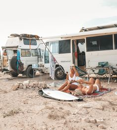 Citation voyage : découvrez notre best of ! Beach Aesthetic, Travel Aesthetic, Camping Aesthetic, Lonely Planet, Kombi Home, Vanz, Cars 1, Van Living, Camping Car