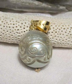 carved tahitian pearl