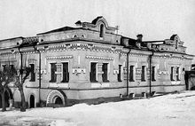 The Impatiev House(The House of Special Purpose) where Nicholas II and his family and four servants and Anastasia's little dog, Jimmy(a King Charles spaniel), were killed in the basement. It was built in 1880 and had belonged to Nicholas Impatiev, an engineer.  One month and one week after the murders the Tsar's White Army had fought their way to the town and taken control of it.