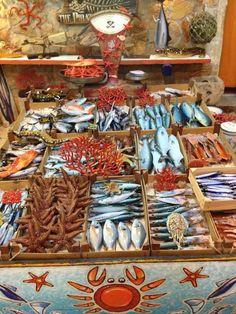 Fish market in Siracusa, Sicily, Italy Naples, Malta, Siracusa Sicily, Rome Florence, Summer Vibe, Italian Market, Ceramic Fish, Italy Food, Arte Popular