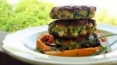 Un ottimo burger fatto con pollo biologico e cavolo nero. Paleo e senza glutine.
