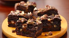 Make the ultimate! Indulge brownie mix with extra caramel, nuts and chocolate.