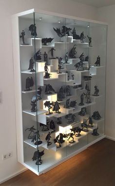 Another thing Shane would have done!! I am Batman!   Déco Gamer   Pinterest   Batman, Display and Men cave