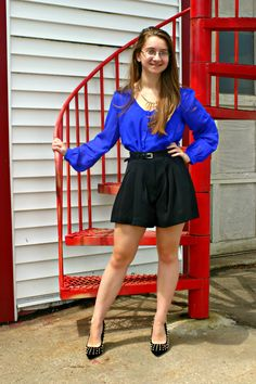 Trends and Tolstoy - travel, art, and fashion by a stylish intellectual Cute Skirt Outfits, Pin Up Outfits, Curvy Outfits, Cute Skirts, Mode Outfits, Fashion Outfits, Lovely Legs, Great Legs, Dress With Stockings