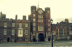 10 of the Best Tudor Historical Sites You Can See in Britain St James's Palace, Palace London, Royal Palace, Palaces, Tudor Dynasty, Royal Residence, Le Palais, Windsor Castle, British Monarchy