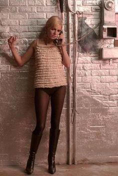 "Sienna Miller as Edie from ""Factory Girl"" Sienna Miller, 90s Fashion, Girl Fashion, Fashion Design, Fashion Sets, Studio 54 Style, Black Pantyhose, Black Tights, Costume Design"