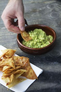 Tortillachips og guacemole med æble og sesam // home made tortilla chips, guacemole with apple and sesame seeds