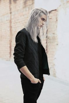 Image shared by 𝑴𝒐𝒍𝒍𝒂 ♡. Find images and videos about model, silver hair and guy long hair on We Heart It - the app to get lost in what you love. Beautiful Men, Beautiful People, Guy Drawing, Drawing Hair, Drawing Ideas, Drawing Faces, Drawing People, Drawing Tips, How To Draw Hair