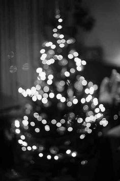 Black Christmas, White Christmas Tree Lights, White Christmas Background, Xmas, Christmas Icons, Christmas Markets, Vintage Christmas, Merry Christmas, Christmas Phone Wallpaper