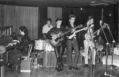 1 August 1960 - The Beatles make their first appearance under this name in Hamburg, Germany. The band at this time comprises John Lennon, Paul McCartney, George Harrison, Stu Sutcliffe on bass and Pete Best on drums The Beatles, Beatles Photos, Beatles Bible, Guitar Guy, Beatles Guitar, Guitar Tabs, Guitar Players, Ringo Starr, George Harrison