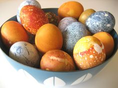 This Easter season, toss the chemicals and opt for natural-based dyes from items you can find in the produce section and spice aisle of the grocery store.  Curbly Video Podcast: Naturally Dyed Easter Eggs