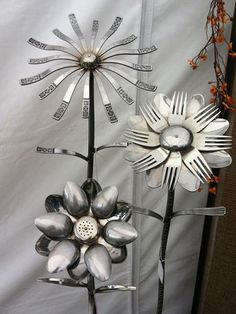 DIY Welded Silverware Garden Flowers...  ----> http://diycozyhome.com/diy-welded-silverware-garden-flowers/