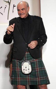 """A favore del 'Sì' .  Sean Connery  è un convinto sostenitore del partito indipendentista Snp, secondo l'attore la scelta separatista garantirebbe alla Scozia un futuro migliore. La campagna per il 'Sì', ha detto, promuove una """"visione positiva per la Scozia basata sull'ugua"""