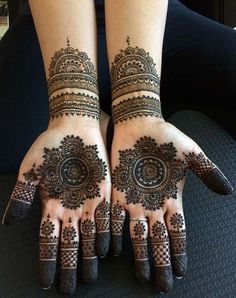 Explore latest Mehndi Designs images in 2019 on Happy Shappy. Mehendi design is also known as the heena design or henna patterns worldwide. We are here with the best mehndi designs images from worldwide. Henna Hand Designs, Dulhan Mehndi Designs, Round Mehndi Design, Mehndi Designs Finger, Arabic Henna Designs, Mehndi Designs For Beginners, Modern Mehndi Designs, Mehndi Design Pictures, Mehndi Designs For Fingers