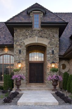 Lovely curb appeal for a front door!!!!  LOVE those huge planters!  <3