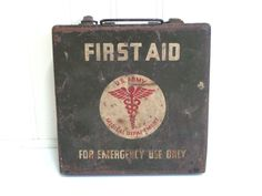 VINTAGE WWII FIRST Aid Kit - Green - Jeep - Box - Case - Us Army - Medical - Metal Industrial
