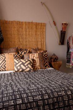 Creative Modern Decor With Afrocentric African Style Ideas Kreativan moderan dekor s afrocentri African Bedroom, Ethnic Bedroom, Bedroom Furniture, Bedroom Decor, Calm Bedroom, African Interior Design, Ethno Design, Stoff Design, African Home Decor
