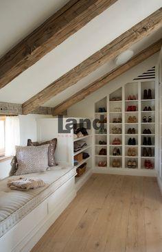Çatı katı sevenler için. http://www.land.com.tr/giyinme-odasi-urunler/egimli-cati-kati-giyinme-odasi