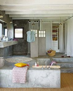 idees deco sdb baignoire beton