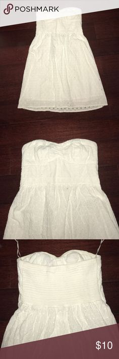 American Eagle white strapless dress! Spring cleaning it's here and this dress needs a new home! Wore a few times but it's in excellent conditions! Make any reasonable offer! American Eagle Outfitters Dresses Strapless