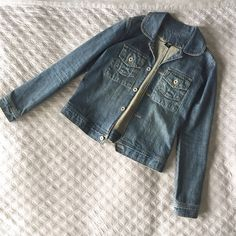 """⚡️Reduced⚡️Denim jacket This one is a reposh in excellent condition, didn't fit me perfectly. Length is 22"""", shoulder seams 16"""", bust 17"""". Size is unlisted, but I'd say it fits like a Madewell XS. Jackets & Coats Jean Jackets"""