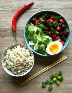Der er efterhånden ved at danne sig lidt af et asiatisk tema for min madlavning her de sidste par uger - tror det må være en modreaktion på al julemaden ;-) Sidst jeg var på LêLê Street Kitchen, fik jeg den lækreste ret bestående af svinekød, hvidkål, æg og ris toppet med chili og for....