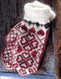 "Вязание. Жаккард - ""Зимняя радуга"" Fingerless Mittens, Knit Mittens, Knitted Gloves, Knitting Socks, Knitting Charts, Knitting Stitches, Knitting Patterns, Knit Crochet, Crochet Hats"