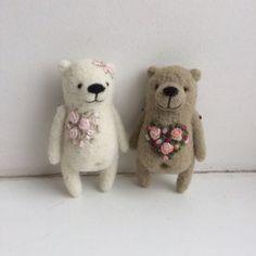 Needle felted love by MishaLaboratory on Etsy Teddy Bear Hug, Mini Teddy Bears, Teddy Bear Gifts, Needle Felted Animals, Felt Animals, Needle Felting, Embroidery Hearts, Felting Tutorials, Felt Brooch