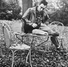 Albert Camus et son chat Stranger Albert Camus, Crazy Cat Lady, Crazy Cats, Cool Cats, Celebrities With Cats, Famous Celebrities, Men With Cats, Gatos Cool, Son Chat