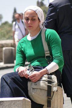 Young Haredi (Orthodox) Woman - Outside Old City - Jerusalem - Israel Modest Outfits, Modest Fashion, Fashion Outfits, Womens Fashion, Old City Jerusalem, Orthodox Jewish, Adam Jones, Feminine Dress, Photo Archive