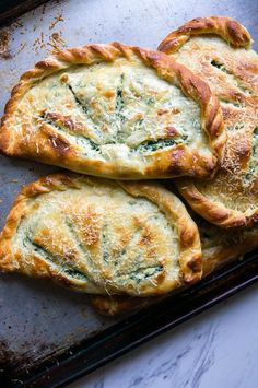 and Spinach Calzones Ricotta and Spinach Calzones. A cheesy vegetarian calzone to substitute into your pizza routine!Ricotta and Spinach Calzones. A cheesy vegetarian calzone to substitute into your pizza routine! Vegetarian Cookbook, Vegetarian Lunch, Vegetarian Recipes, Spinach Calzone Recipe, Vegetarian Sandwiches, Vegetarian Barbecue, Going Vegetarian, Vegetarian Dinners, Salads