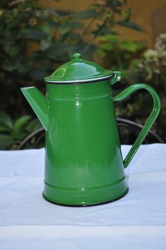 N- 56 : Vintage French enamel green coffee pot €40