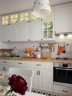 New kitchen cabinets ikea white cupboards ideas Ikea Bodbyn Kitchen, Oak Kitchen Cabinets, Kitchen Flooring, White Cabinets, Kitchen Backsplash, Backsplash Ideas, Glass Cabinets, Ikea Cupboards, Black Backsplash