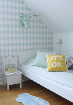 Soft green colors create a calm room. Perfect for nursery decor inspiration. The combination with the yellow thow pillow is spot on! Trendy Bedroom, Girls Bedroom, Bedroom Ideas, Bedrooms, Childrens Beds, Kids Room Design, Fashion Room, Kid Beds, Room Interior
