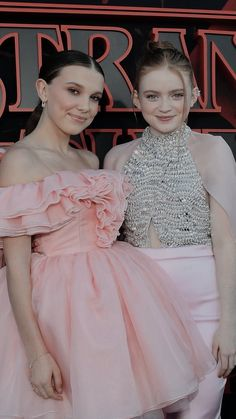 mills and sadie Stranger Things Actors, Bobby Brown Stranger Things, Stranger Things Aesthetic, Stranger Things Funny, Eleven Stranger Things, Stranger Things Netflix, Stranger Things Season, Millie Bobby Brown, Sadie Sink
