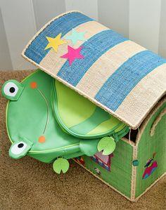 Fugir do óbvio é o segredo para uma #decoração moderna e atual na hora de montar o quarto dos #meninos apaixonados por #dinossauros.Quartinho temático do Fefe e da mamys Lia Camargo @Lia Campos! É um ambiente com tons neutros e toques de cores e estampas lúdicas! Ensaio em parceria com @amomooui  #boysroom #dragon #decor #dino #decoraçãomoderninha #decorkids #quartodemenino #quartodebebê #skiphop #ricedk #ricekids