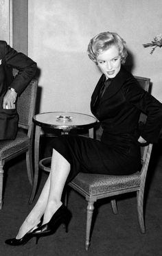 Hello and Welcome to the Marilyn Monroe Fan Site. Take a peek through the fine collection of Marilyn Monroe videos, photographs and gifs. Marilyn Monroe Gif, Cinema Tv, Nostalgia, Believe, Joe Dimaggio, Gentlemen Prefer Blondes, Hilario, Norma Jeane, Showgirls