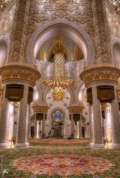 Sheikh Zayed Grand Mosque, Abu Dhabi, United Arab Emirates ~ Most beautiful Mosque ~ gorgeous ! There were lapis lazuli flowers all over the place. Islamic Architecture, Beautiful Architecture, Art And Architecture, Abu Dhabi, Dubai, Beautiful World, Beautiful Places, Beau Site, Beautiful Mosques