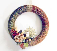 This Fall Festival Yarn Wreath will bring just the right amount of Autumn into your home with its charming seasonal embellishments and its gorgeous yarn base. Get excited for the season with a wonderful homemade wreath! Fall Yarn Wreaths, Christmas Mesh Wreaths, Diy Fall Wreath, Deco Mesh Wreaths, Winter Wreaths, Floral Wreaths, Burlap Wreaths, Spring Wreaths, Summer Wreath