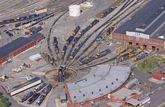 CSX yard & shops in Cumberland, MD. Roundhouse & turntable still in use. Old Steam Train, Abandoned Train, Ho Scale Trains, Train Art, Rolling Stock, Model Train Layouts, Round House, Steam Locomotive, Train Tracks