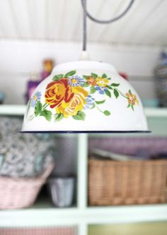 kuva Lampshades, Cozy House, Colorful Decor, Decoration, Vintage Kitchen, House Colors, Lamp Light, Furniture Decor, Diy And Crafts