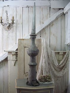 .I really like the old and distressed decor
