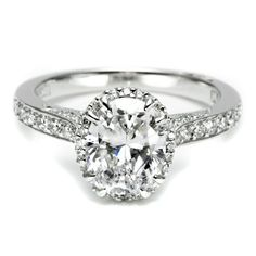 All you need to know about Oval Engagement Rings. Get Oval Diamond Engagement Rings at bargain prices that will suite to your budget. Blake Lively Engagement Ring, Engagement Ring Pictures, Tacori Engagement Rings, Dream Engagement Rings, Engagement Ring Cuts, Tacori Rings, Perfume, Or Rose, Rose Gold