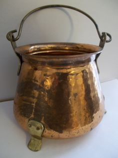 I have one these somewhere..I need to figure out a way to use it. Vintage COPPER POT BUCKET CAULDRoN PAiL / Old Copper & Brass Country Kitchen Cookware/ Camping Gear/ Cottage CHiC Home Decor. $35.00, via Etsy.