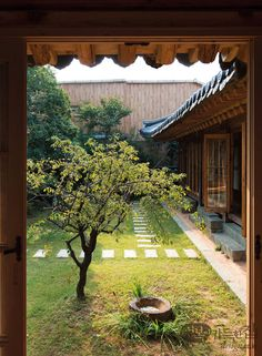 Happiness is to enjoy the full beauty of the house where five kinds ohgaheon _ 五 街 轩 Asian Interior, Home Interior Design, Interior And Exterior, Chinese Architecture, Interior Architecture, Patio Central, Asian House, Asian Design, Courtyard House
