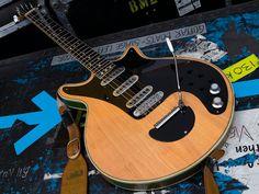 Brian May Red Special, Treble Booster, Queen Drummer, Chet Atkins, Eddie Van Halen, Music Stuff, Acoustic Guitars, Electric Guitars, Guitars