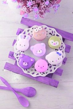 This article is a picture story on 21 macaron pictures that are so cute you'll want to bite into them immediately. This is on the occasion of World Macaron Day which is on 31 May Desserts Japonais, French Macaroons, Slow Cooker Desserts, Macaron Recipe, Cute Food, Cupcake Cookies, Food Art, Kids Meals, Delicious Desserts