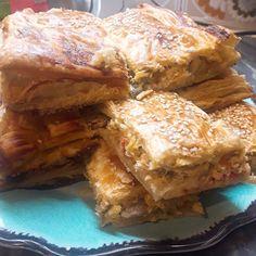Λαχταριστή και πεντανόστιμη κοτόπιτα με πλούσια γεύση Lasagna, Sandwiches, Ethnic Recipes, Food, Lasagne, Meals, Paninis, Yemek, Eten
