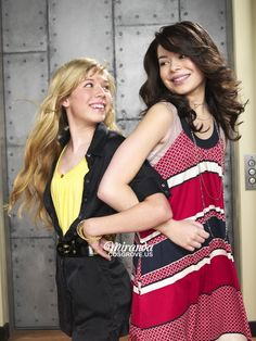 Miranda Cosgrove Icarly, Long Blonde Curly Hair, Icarly And Victorious, Disney Actresses, Nickelodeon Shows, Jennette Mccurdy, Victoria Justice, Celebs, Female