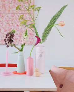 Colorfull table setting, pink, vase